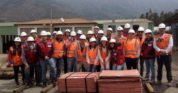 Estudiantes visitan planta Amalia del Holding minero Cemin