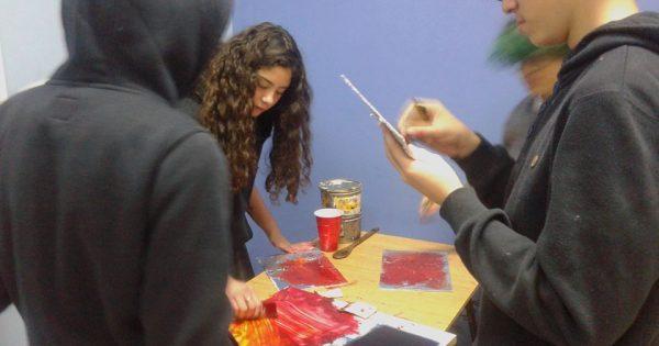 Estudiante de Pedagogía en Artes Visuales participa de exposición »Grabado Manifiesto 2019»