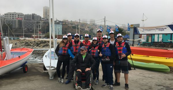 Estudiantes de Kinesiología navegan con vela adaptada en Valparaíso