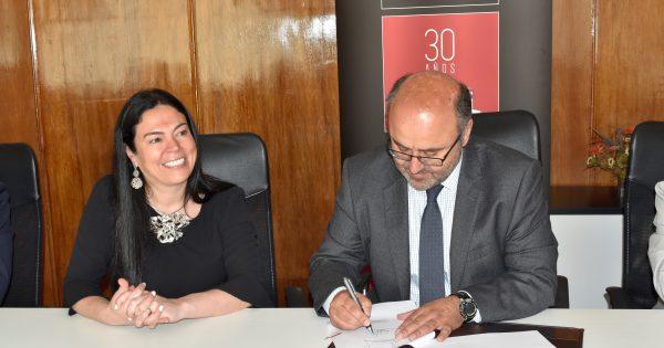 UVM firma convenio con la Cámara Regional de Comercio y la Producción
