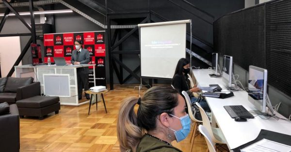 Escuela de Comunicaciones dicta primera clase en formato híbrido