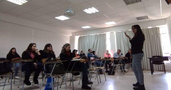 Presidenta de Aspaut conversa de comunicación estratégica con estudiantes de Periodismo