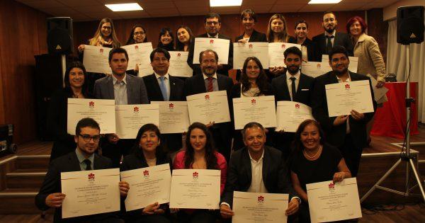 Escuela de Ciencias Jurídicas y Sociales entrega certificación a participantes de sus diplomados