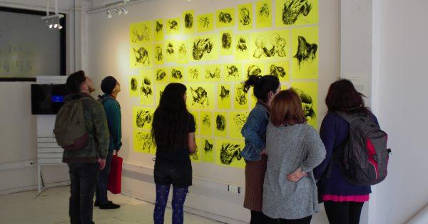 Dirección de Extensión Cultural inaugura exposición en Escuela de Arquitectura y Diseño