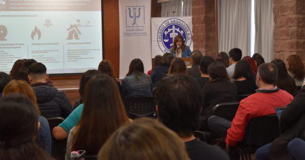 Escuela de Ciencias Jurídicas y Sociales realiza seminario sobre peritaje psicológico y social