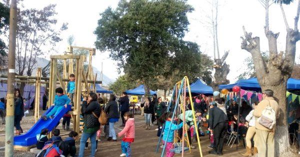 Inauguran plaza rediseñada por estudiantes de Arquitectura en comuna de Llay Llay