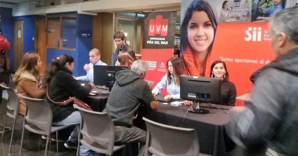 Estudiantes de la Carrera de Contador Auditor de la UVM apoyan al SII en el proceso de Operación Renta