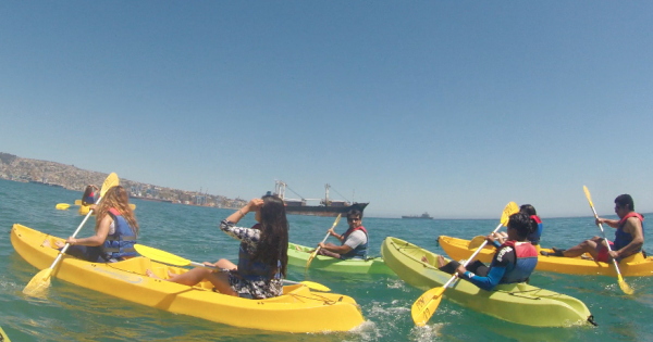 Alumnos de Negocios Turísticos realizan Travesía en Kayak por la costa de Valparaíso