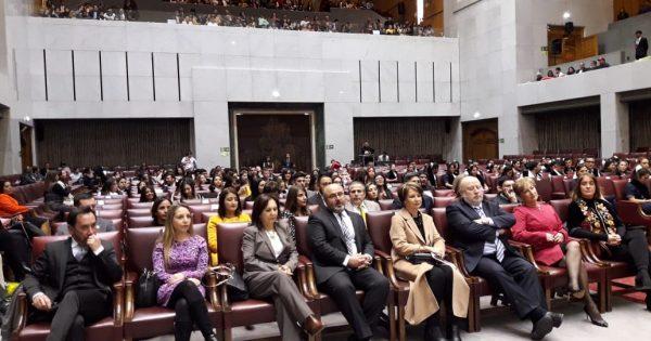 UVM realiza ceremonia de titulaciones en Congreso Nacional