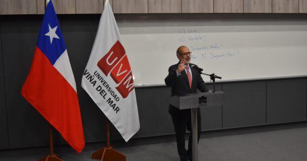 Ex Ministro de Hacienda realiza clase magistral en UVM