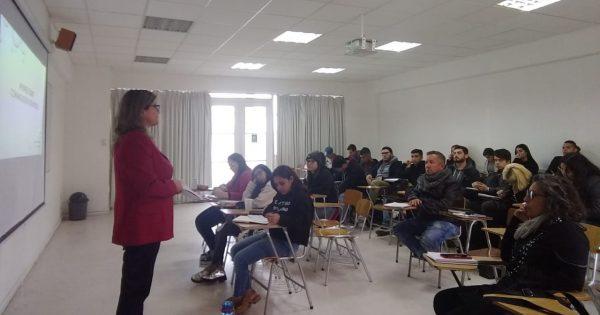 Destacada periodista desarrolla primer conversatorio con estudiantes Periodismo UVM