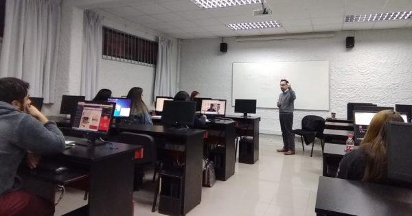 Editor del Mercurio Valparaíso visita estudiantes Periodismo Vespertino