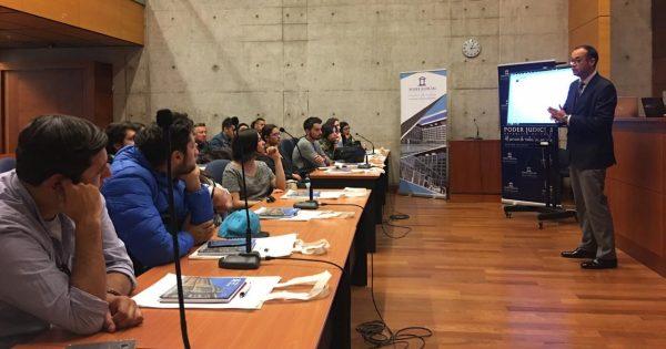 Estudiantes de Periodismo visitan El Mercurio de Santiago y Poder Judicial