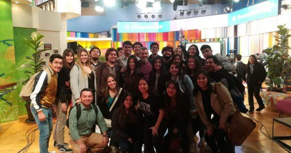 Estudiantes de la Escuela de Comunicaciones visitan distintas empresas y medios en Santiago