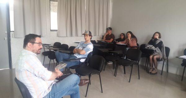Editor Diario El Observador visita alumnos Periodismo UVM