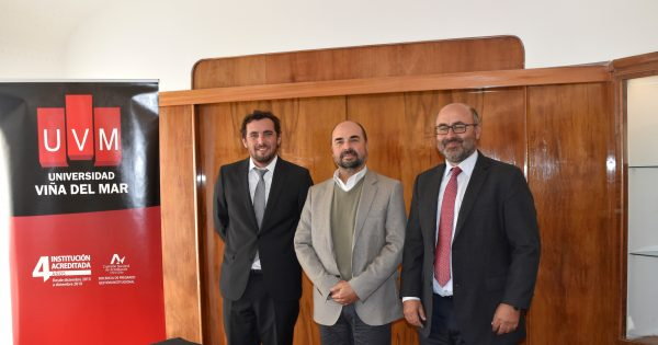 Corporación Municipal de Valparaíso y UVM firman convenio de vinculación