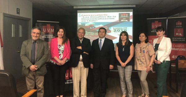 En UVM se efectuó conversatorio sobre Descentralización en Chile