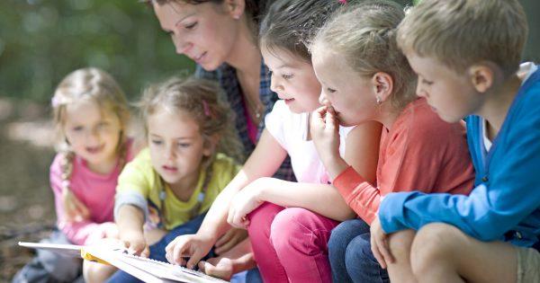 Directora de la Escuela de Educación expone sobre el rol de la Educación Parvularia