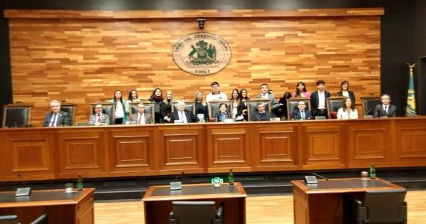 Alumnos de Derecho visitan Tribunal Constitucional y Corte Suprema en Santiago