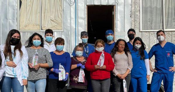 Estudiantes de Odontología realizan operativo de salud bucal en campamento de Viña del Mar