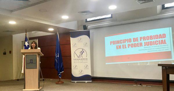 Directora UVM dicta charla en Corte de Apelaciones de Valparaíso
