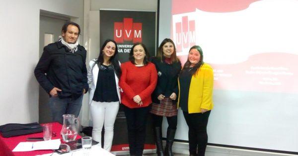 Estudiantes de Trabajo Social defienden sus títulos ante comisión de carrera