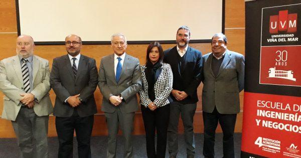 Heraldo Muñoz realiza clase magistral en UVM