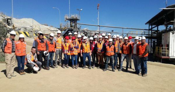 Carrera de Ingeniería Civil en Minas visita Mina y Planta de Oro en Pullalli