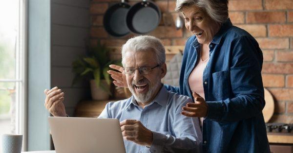 Más de 700 adultos mayores, beneficiados por Senama, cursan talleres virtuales impartidos por Capacitación UVM