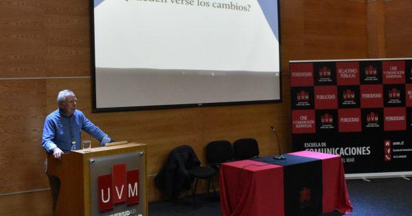 Con charla de periodista Fernando Paulsen se inauguró semana de aniversario de la Escuela de Comunicaciones