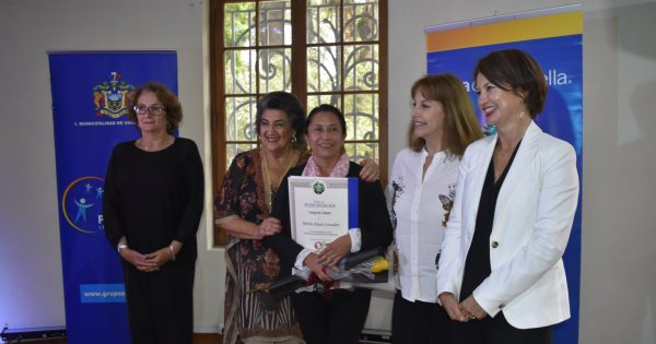 Jefa de Carrera de Pedagogía en Artes Visuales es destacada por municipio viñamarino