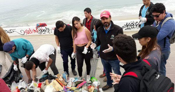 Estudiantes de Ingeniería en Medio Ambiente y Recursos Naturales limpian playas del litoral de Valparaíso
