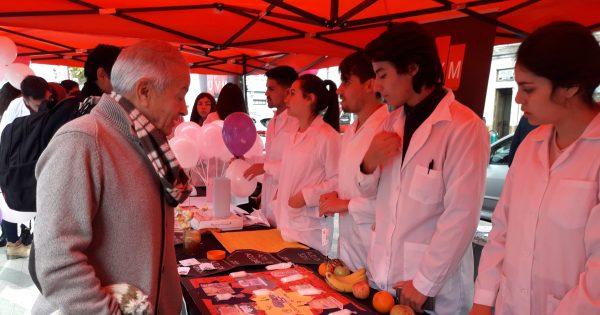 Más de 700 estudiantes de la Escuela de Ciencias de la Salud de la UVM realizan operativo gratuito en la Plaza Victoria
