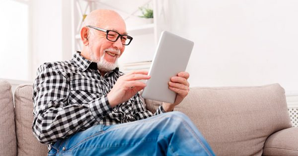 UVM presentó dos libros de relatos escritos por adultos mayores