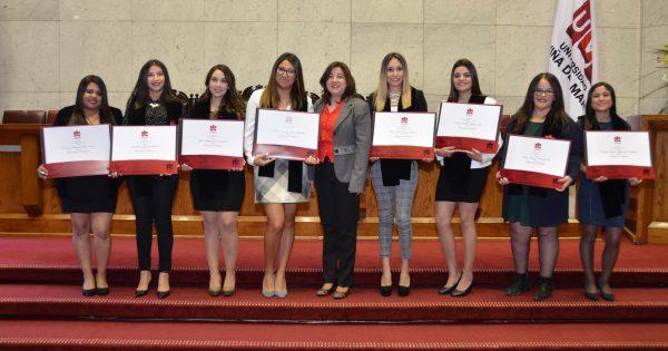 Más de 800 estudiantes recibieron su título profesional en el Congreso Nacional