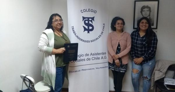 Ex alumnas de carrera de Trabajo Social UVM presentan tesis ante Consejo Provincial