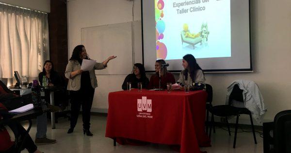 Estudiantes exponen sobre sus experiencias en talleres clínicos de Psicología